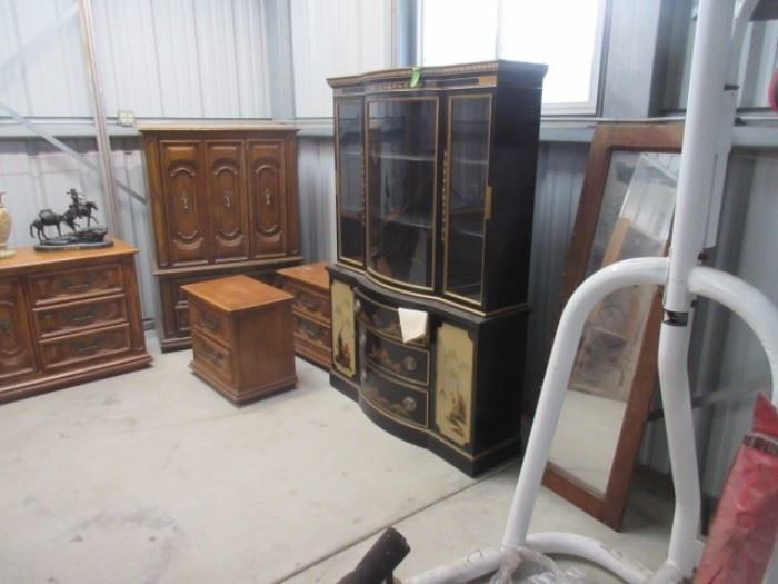 Drexler Mid-Century China Cabinet with fine wooden shelves and rounded center glass, hand painted.