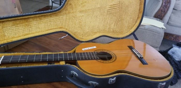 TAKAMINE C1325 CLASSICAL.GUITAR   MINT