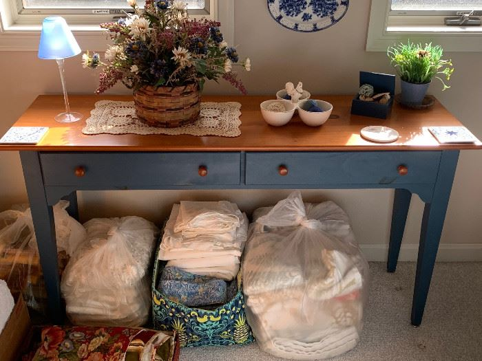Amish Table & Linens