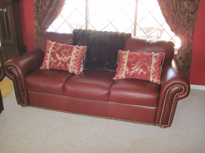Chateau D'ax Leather Furniture Set                                    Beautiful Condition