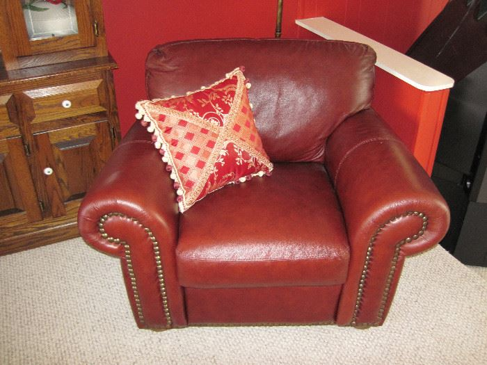 Chateau D'ax Leather Furniture Set