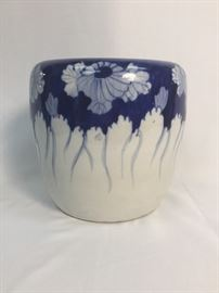 ANTIQUE BLUE AND WHITE CHINESE PLANTER