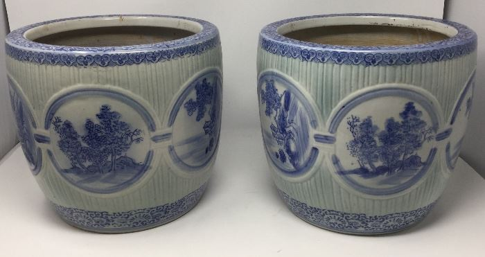 VINTAGE PAIR OF BLUE AND WHITE PLANTERS