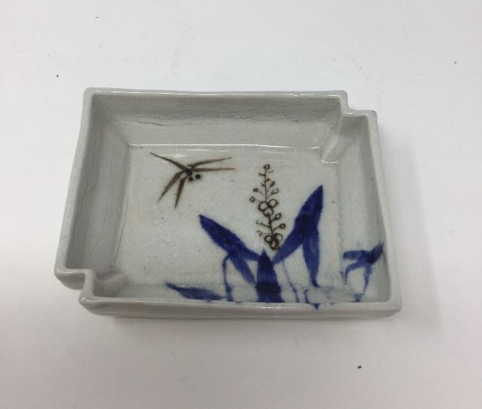 CHINESE ANTIQUE PORCELAIN SMALL DISH