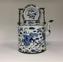 A LATE MING DYNASTY BLUE AND WHITE TEAPOT