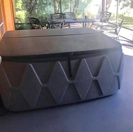 Hot Tube. Easy to move ! Portable Type 4 person