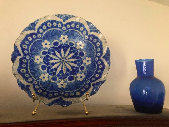 pretty cobalt blue vase and plate design