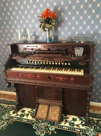 Look at this pump organ!!!!!! You can play haunted house music on Halloween!!