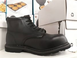 Size 13D Black Bob Barker Steel Toe Boots..