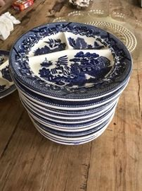Vintage Blue Willow Transferware. Great Luncheon Plates.