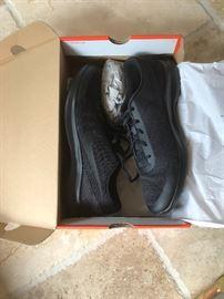NIB Men's Nike Tennis Shoes 13
