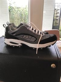 NWT Mens Tennis Shoes Sz13