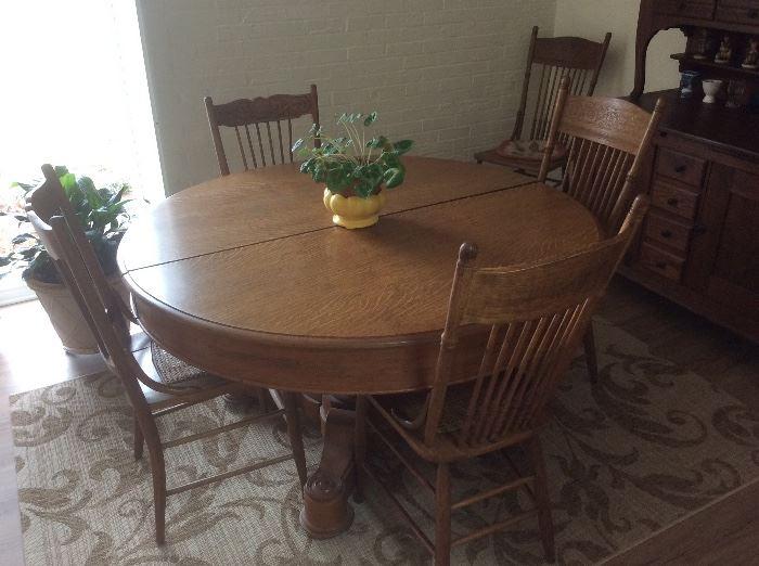 Beautiful orginal oak table and chairs