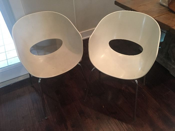 2 white chairs