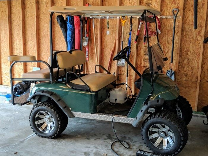 Golf cart EZGO TXT electric golf cart with extras and all NEW batteries.