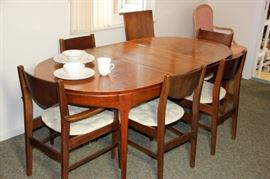 Stanley MCM Dining Table & Chairs