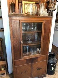 Deco cabinet and glassware
