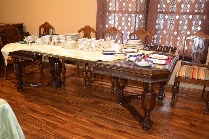 Dining Table, 6 Chairs, & Extension Leafs