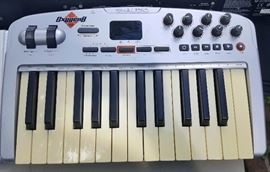 WMP008 M-Audio Oxygen 8 V2 Compact Midi Keyboard