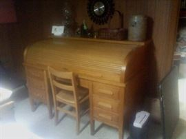 Kind-Clare Clothing Plant Desk