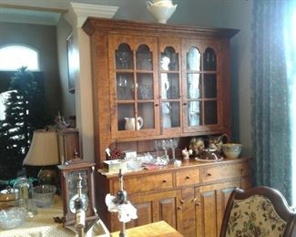RL TREHARN, YOUNGSTOWN, OH FURN. CRAFTER, TIGER MAPLE, BEAUTIFUL dr table and cabinet!