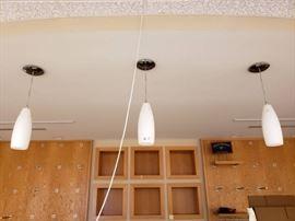 3 Hanging Lights