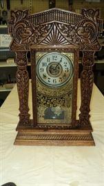 Vintage wind up mantle clock