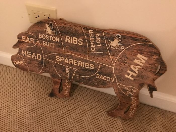 Lot of pig related items and collectibles