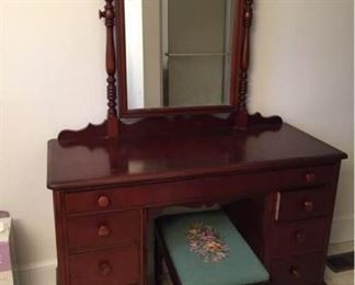006 Vtg Dresser w Swivel Mirror