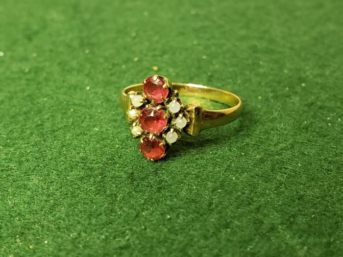 Atq Garnet and Pearl Ring