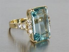 Fine 15.50 CT Aquamarine and Diamond Ring in 14k Yellow Gold - $24,000 Appraisal