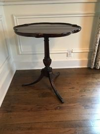 #12	scallop round end table on pedestal 25x27	 $125.00
