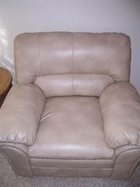 OVER SIZE CREAM CHAIR
