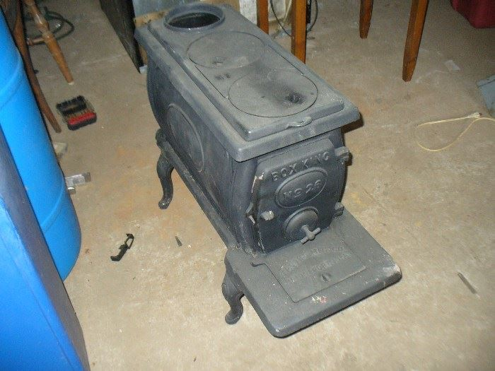 """Vintage new old stock cast iron """"Box King"""" wood burning stove made in Alabama!!  never used"""