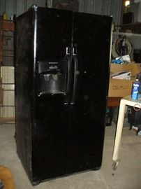 Great fridge/freezer works great!!