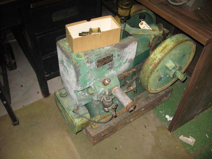 Cushman Model 21, type X, 1 1/2 hp Hit 'n' Miss Engine.  The wheel turns freely.