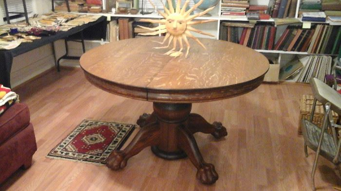Claw foot table with 3 leaves