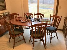 Oak dining table and 6 chairs with leaves