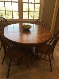 Oak Dining Table with leaves and 4 Chairs, Mint!