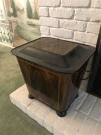 FAUX WOOD PAINTED METAL CONTAINER FOR FIREPLACE WOOD. ANTIQUE, PROBABLY ENGLISH.