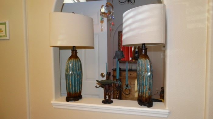 PAIR OF TURQUOISE BASE CONTEMPORARY LAMPS WITH OBLONG SHADES.