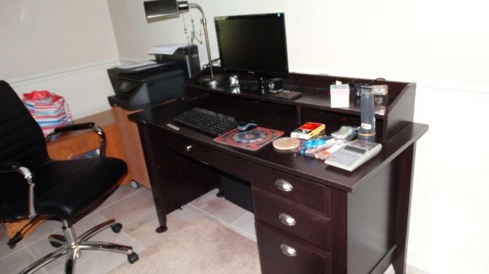 OFFICE DESK & CHAIR. COMPUTER