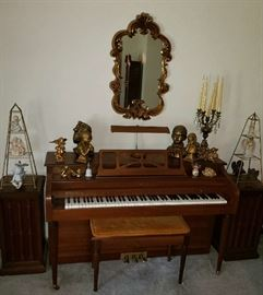 Currier Upright Piano & Bench Seat