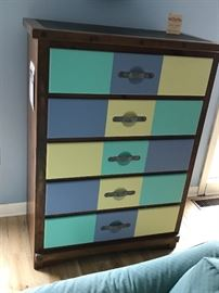 Young Hinkle Chest of Drawers