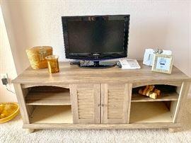 Super Pretty Console and TV's