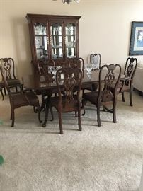 Solid Cherry Thomasville dining room set Table 6.75 x 45 w x 29 t with 2 x  24 leafs & pads