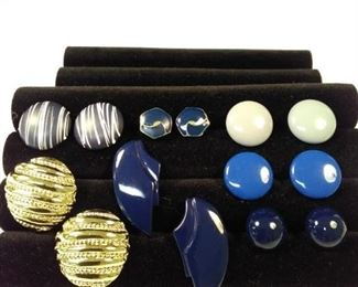 7 pairs of blue and gold pierced earrings https://ctbids.com/#!/description/share/125165