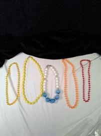 5 retro costume jewelry necklaces https://ctbids.com/#!/description/share/125166