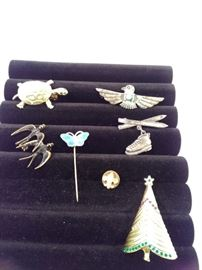 seven vintage pins and brooches https://ctbids.com/#!/description/share/128293