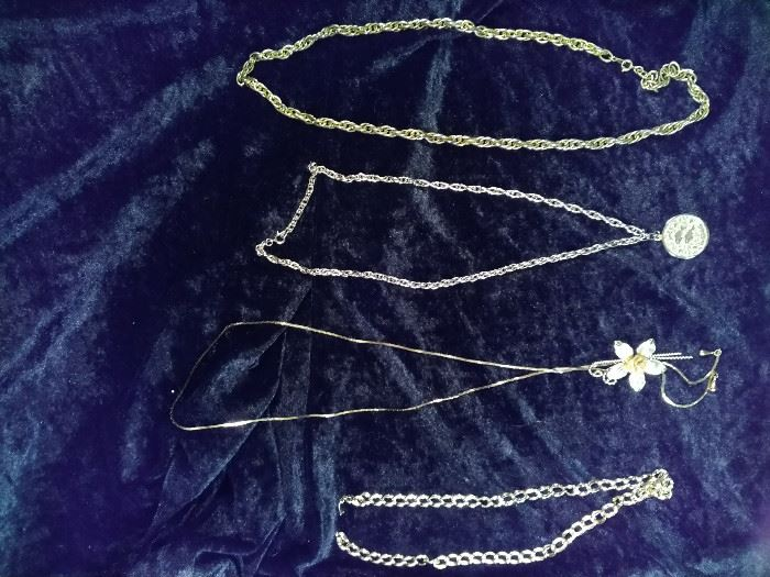 lot of 4 Gold style necklaces , one pisces and one flower https://ctbids.com/#!/description/share/125112